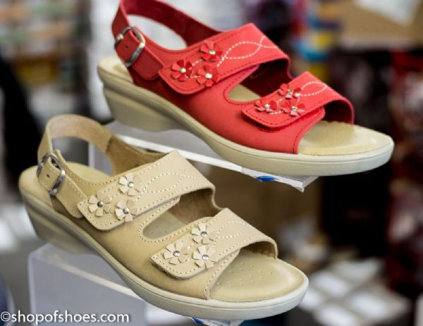 Fantasticlly comfortable soft nubuck leather ladies sandal.